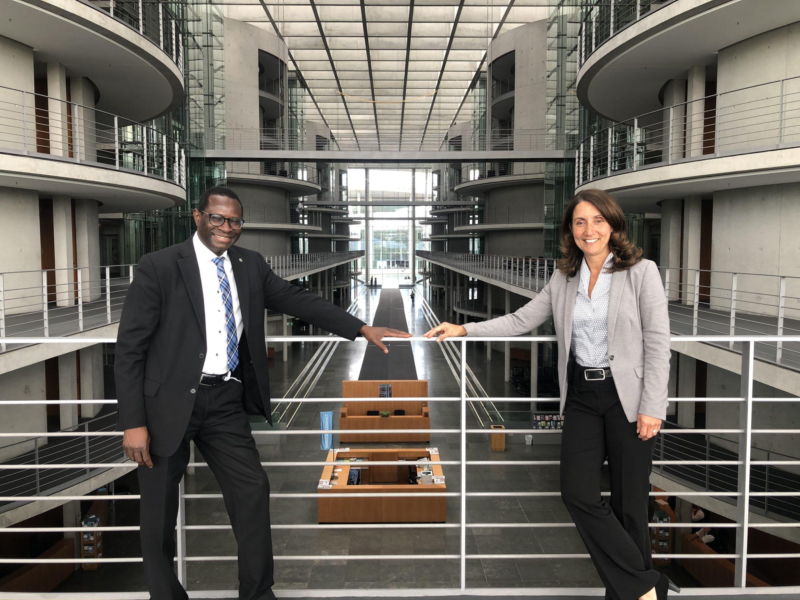 Vom Senegal in den Bundestag – Eine digitale Lesung mit Dr. Karamba Diaby MdB